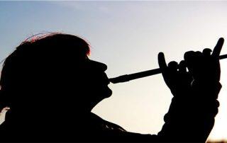 angela bartoletti suona il flauto