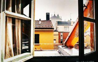 vista sui tetti da finestra